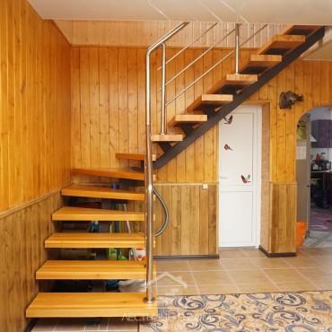 Лестница на центральном металлическом косоуре г. Павловский Посад
