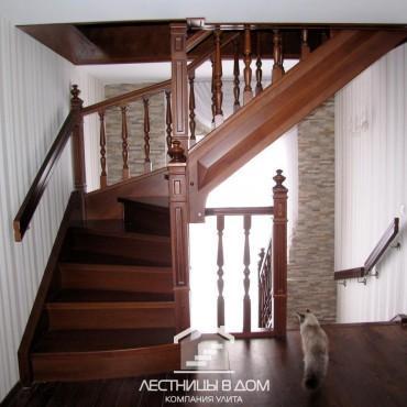 Классические лестницы в частном доме с балюстрадой, г. Королев